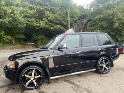 Land Rover Range Rover 3.6 TDV8 VOGUE SE 4dr Auto Estate Diesel Black at R & J Car Sales Limited	 Halifax