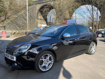 Alfa Romeo Giulietta 2.0 JTDM-2 Exclusive 5dr Hatchback Diesel Black at R & J Car Sales Limited	 Halifax