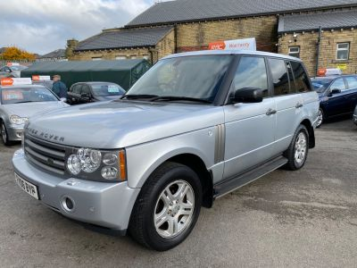 Land Rover Range Rover 3.0 Td6 VOGUE 4dr Auto Estate Diesel Silver at R & J Car Sales Limited	 Halifax